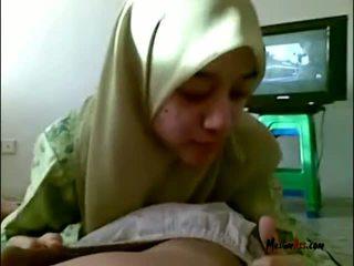 Hijab বালিকা চোষা বল