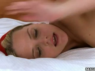 Adorably seksi alexis texas slams dia sempit pleasing alat kemaluan wanita di sebuah rock keras meatpole