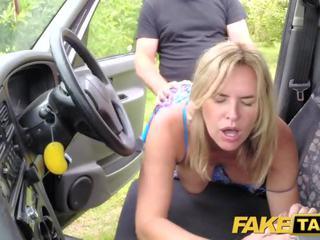 Fake taxi mum mit groß natürlich titten gets groß britisch schwanz