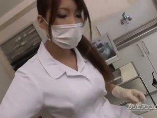बस्टी डॉक्टर बेब बकवास साथ उसकी भाग्यशाली रोगी