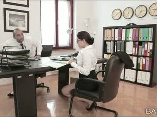 बस्टी बेब valentina nappi ऑफीस बकवास