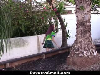Exxxtrasmall - klein meisje scout geneukt door reusachtig lul