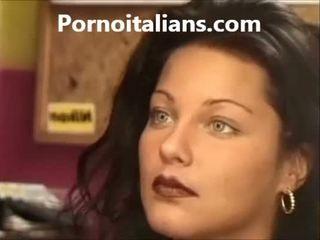איטלקי גברת licking שיערי כוס רטוב זין craving