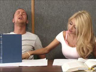 Dulkinimasis a ištvirkęs blondinė vidus klasė