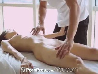 Pornpros - חם אסייתי beauty elana dobrev gets a סקסי לשפשף מטה