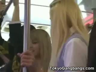 أبيض coeds في tokyo subway!