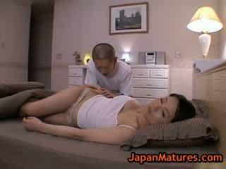 Läkkäämpi bigtit miki sato masturboimassa päällä sänky 2 mukaan japanmatures