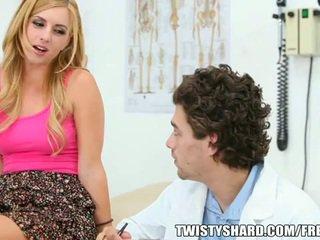 Lexi belle visits viņai ārsts
