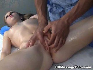 Masažas ending į merginos čiurkšlė