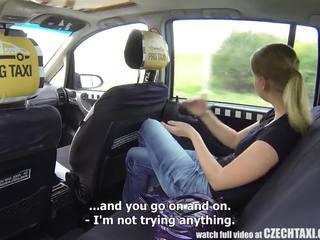 Tsjechisch taxi - blondine tiener gets rit van haar leven