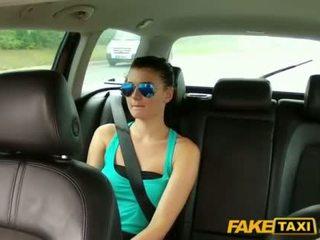 Όμορφος/η scarlet banged με ένα cab driver