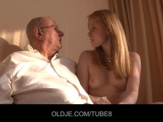Excitat roscata fata gets o sex vânzare de la an oldje