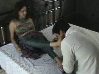 הידי מודל ב churidar רגל סגידה