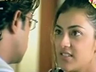 Telugu pelakon wanita kajol agarwal menunjukkan payu dara