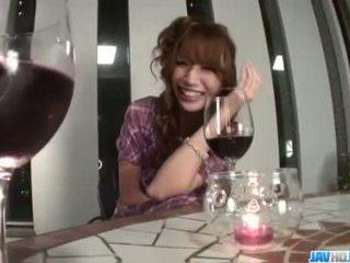 Részeg aya sakuraba gets szemérmetlen -val neki nedves punci