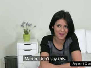 Bonita serbia morena gangbanged en casting