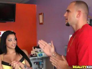 Muda dan berpayu dara besar warga latina salesgirl abella anderson