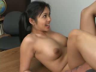 Aziāti hottie mika tan assfucked