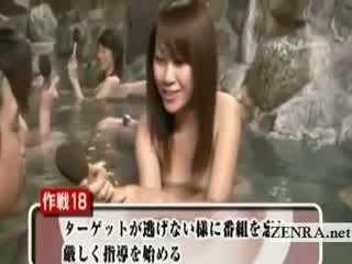 خجول عري اليابانية تلميذة في الهواء الطلق سباحة مقابلة