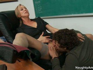 My učitelj takes polna prednost