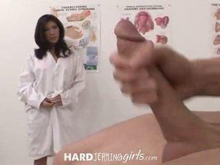 Memainkan kontol dengan tangan dan stroking