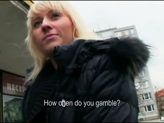 Blonde earns back her lost casino cash