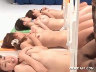 亞洲人 裸 女孩 得到 cunts nailed 在 一 性別 競賽