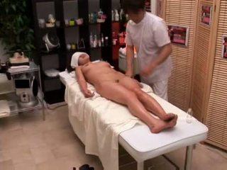 College dziewczyna seduced przez masseur