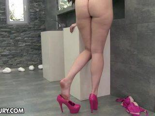 comer sus pies, fetiche de pies, piernas sexy
