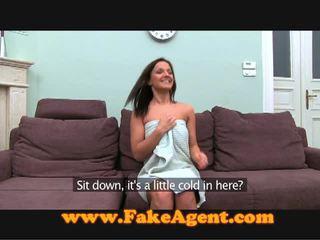 Checa morena comes para o fake agent para trabalho