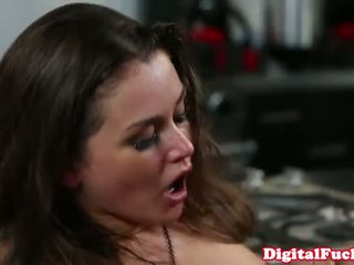 see brunette quality, Iň beti booty Iň beti, gyzykly storyline most