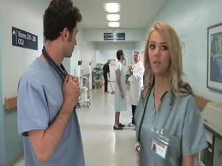 Uzbudinātas sleaze parodija slimnīca jāšanās kino