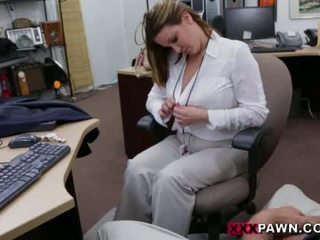 Booby bisnis wanita banged oleh pawn dude