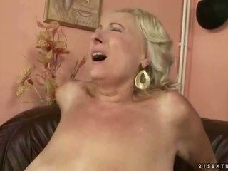 Dögös kövér nagymama baszás fiatal fasz