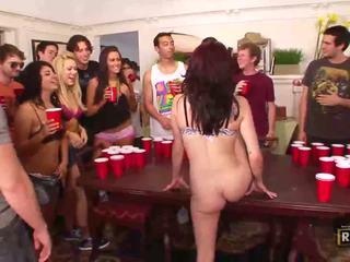 醉 性别 狂欢 同 热 裸 女孩 性交 和 licked 上 该 表