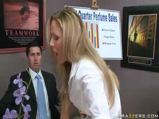 Vidios на хардкор жена получавам прецака от голям cocks чукане жена