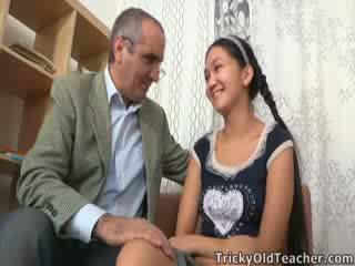 Tricky vecchio insegnante gets su a suo nuts in asiatico fica