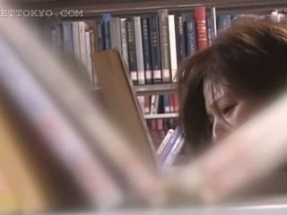 Tempting asijské cutie píča teased upskirt v the knihovna