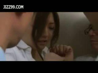 Beauty pisarna lady bukkake fafanje v elevator