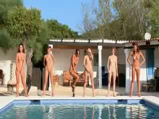 Six nackt mädchen von die pool aus poland