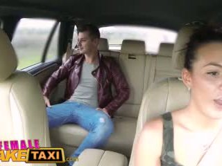 Femalefaketaxi гаряча cabbie wants для отримати трахкав і мати сперма всі над її ідеальна цицьки відео