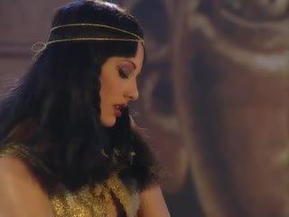 Julia taylor в cleopatra оргія сцена