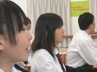 Ázijské divné školské sex s príťažlivé titted študent teased ťažký