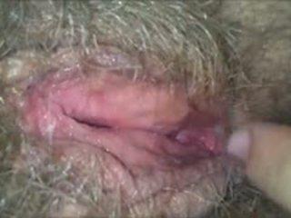 Licking të saj me lesh, e lagur, gjysh pidh