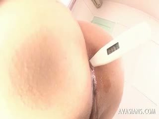 Азиатки мадама getting stimulated анално с а rectal thermometer