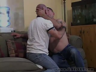 Prazen hrbet gej giving potrebni fafanje