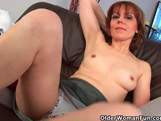 Older woman finger fucks kanya puno bushed puke