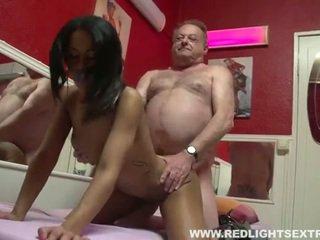 Sporco vecchio pervert gets giovane caldi prostituta su cam