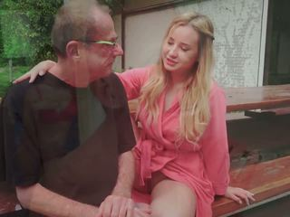 Langkah ayah fucks muda perempuan simpanan licking beliau kaki air mani dalam