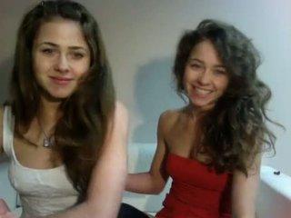 Erotisch zeigen polnisch teenagers zwillinge (dziewczynka17 aus showup)